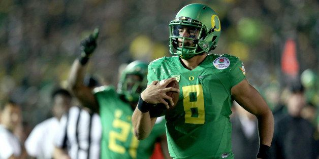 PASADENA, CA - JANUARY 01:  Quarterback Marcus Mariota #8 of the Oregon Ducks runs for a 23-yard touchdown in the fourth quar