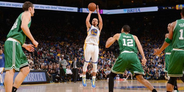 OAKLAND, CA - JANUARY 25: Stephen Curry #30 of the Golden State Warriors shoots against the Boston Celtics on January 25, 201