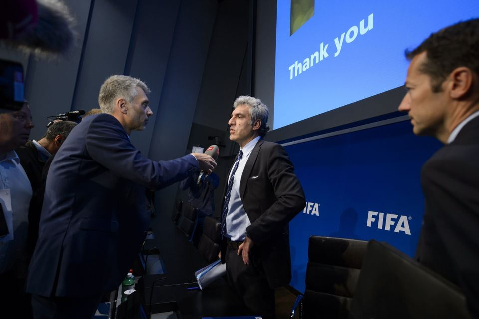 FIFA spokesman Walter De Gregorio (C) gives a press conference at the FIFA headquarters, on May 27, 2015 in Zurich. Swiss pol