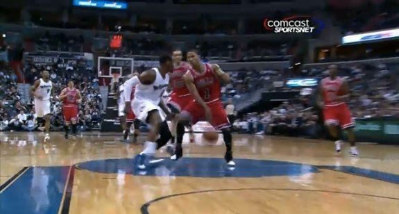 Derrick Rose Passes Between His Legs To Joakim Noah For The Dunk