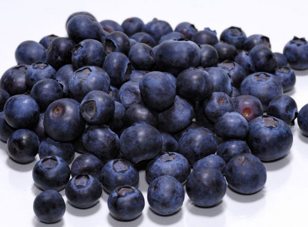 Fresh or frozen, blueberries have sky-high levels of antioxidants, which combat the damage done by inflammation. Anthocyanins