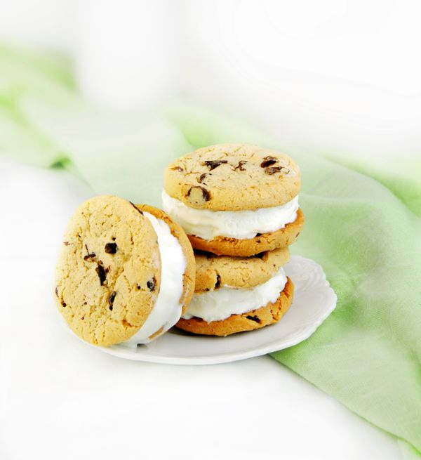 "The trick to making these standbys perfect is to use soft cookies. <a href=""http://www.countrychoiceorganic.com/products/cook"