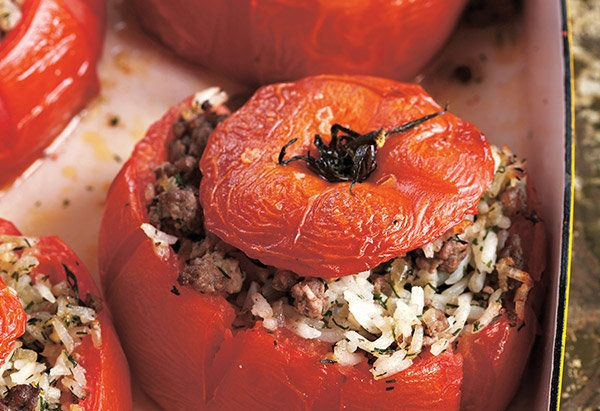 Beefsteak tomatoes stuffed with sauteed onion and garlic, ground beef, rice and dill are staples in Greek tavernas, Marden sa