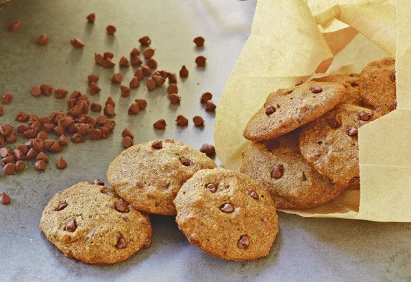 Low-fat chocolate chip cookies don't have to have the flavor and texture of sawdust -- and this tasty version from <em>Recipe