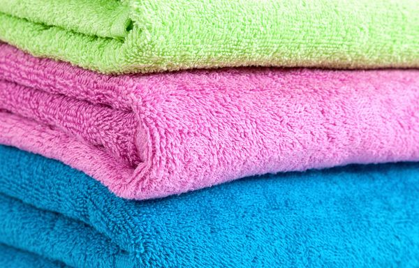 Handing an overnight guest a neat stack of laundered bath towels seems like such a nice gesture -- but not if the linens give