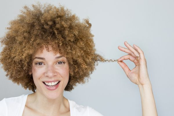 Colorists swear that regular shampoos, which contain high percentages of parabens, sulfides and other detergents, strip color