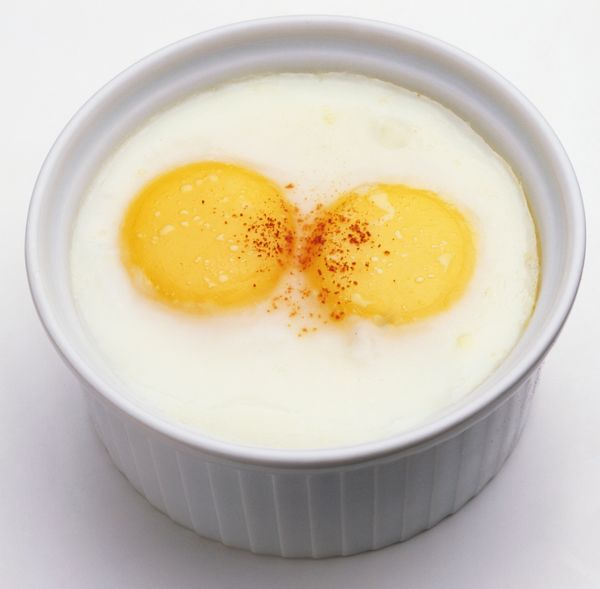Frying eggs to each person's individual taste (sunny-side up, over easy, enough already!) can be maddening. The solution: Bak