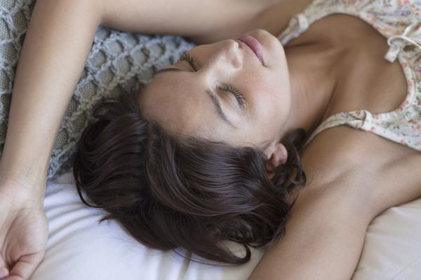 """<a href=""""http://www.webmd.com/sleep-disorders/features/sleep-position-and-sleep-quality"""" target=""""_hplink"""">Only 14 percent of"""