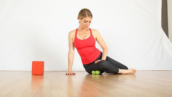 "<strong>What you need: </strong>Two tennis balls or <a href=""https://www.yogatuneup.com/self-massage-therapy-balls-programs"""