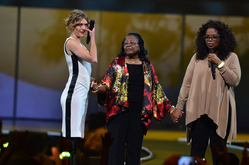 MIAMI, FL - OCTOBER 25: Amy Purdy, Estella Pyfrom and Oprah onstage at Oprahs The Life You Want Weekend. Estella Pyfrom, foun