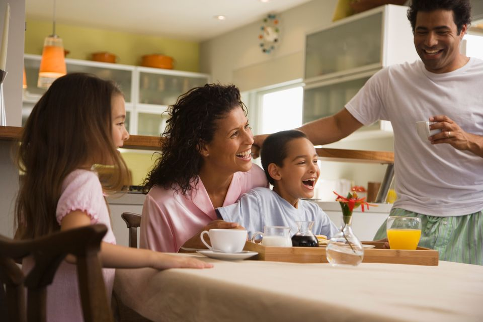 With a hectic schedule, it can be tricky eating at the same time every day. But kids like to know what to expect; a consisten