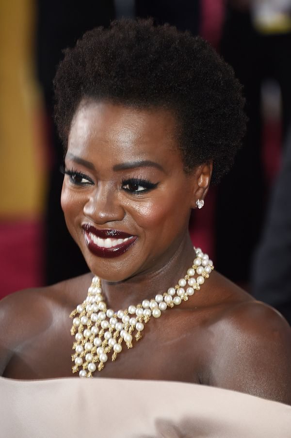 Viola Davis' pearl statement necklace was just beautiful. It definitely upped the regal factor of her overall look. Stunning!