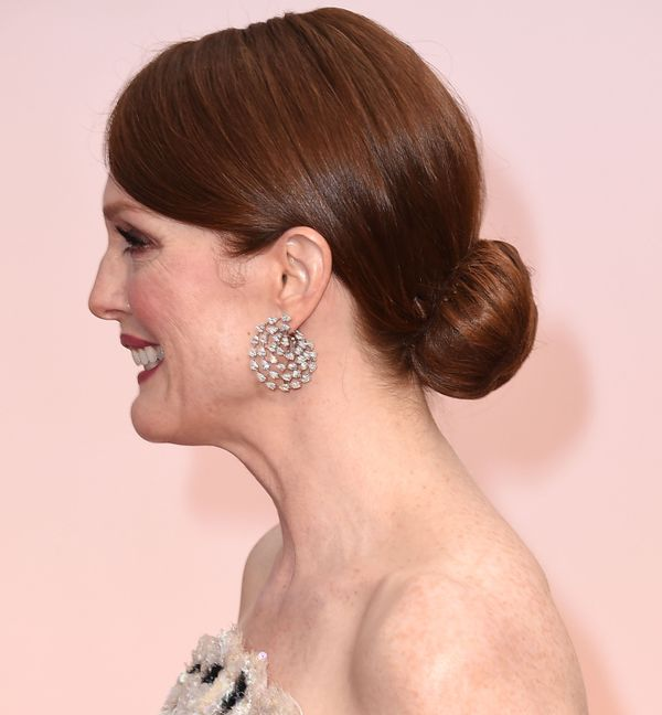 How cool are Julianne's earrings? The diamond spirals are just great, and looked perfect with her custom Chanel gown
