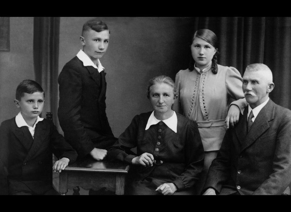 Joseph Ratzinger Jr. (left), Georg Ratzinger, Maria (Peintner) Ratzinger, Maria Ratzinger, Joseph Ratzinger Sr. (Note this is