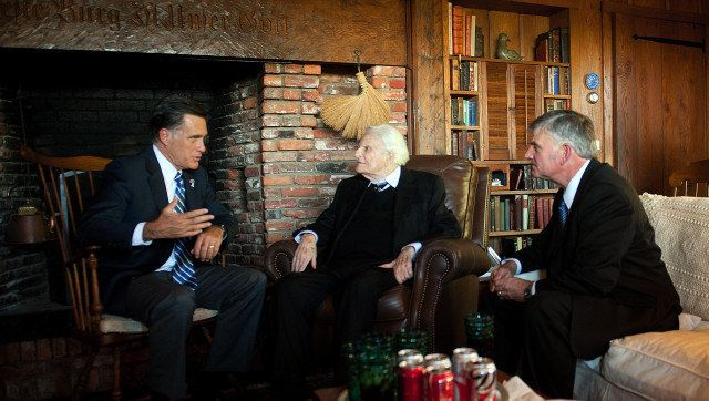 US Republican presidential candidate Mitt Romney (L) speaks with the Reverend Billy Graham (C) and his son Franklin (R) durin
