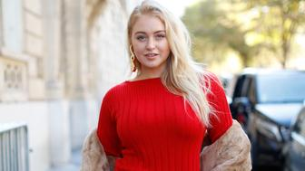 Model Iskra Lawrence poses in Paris, France, on September 27, 2018. (Photo by Mehdi Taamallah / Nurphoto)