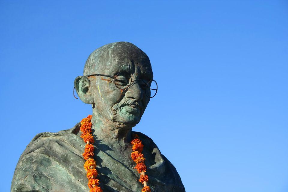 """From <a href=""""http://www.eulogyspeech.net/famous-eulogies/Mahatma-Gandhi-Funeral-Eulogy-by-Jawaharlal-Nehru.shtml#.UMidDJPjlq"""
