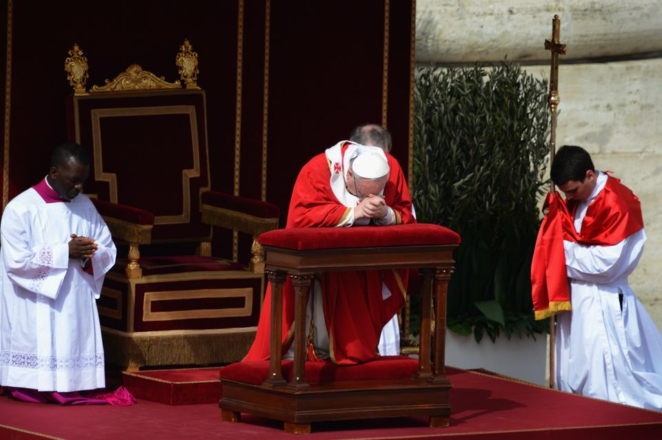 VATICAN CITY, VATICAN - MARCH 24:  Pope Francis prays with the faithful gathered in St. Peter's Square during Palm Sunday Mas