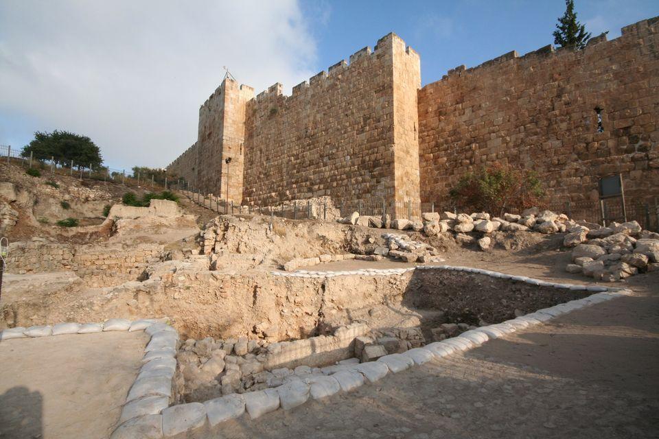 "Shimon Gibson/<a href=""http://publicrelations.uncc.edu/news-events/news-releases/mt-zion-dig-reveals-possible-second-temple-p"
