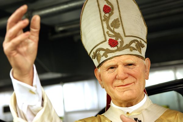 e902ee82b6a Giant Pope John Paul II Crucifix Collapses And Kills Young Man In Italy |  HuffPost