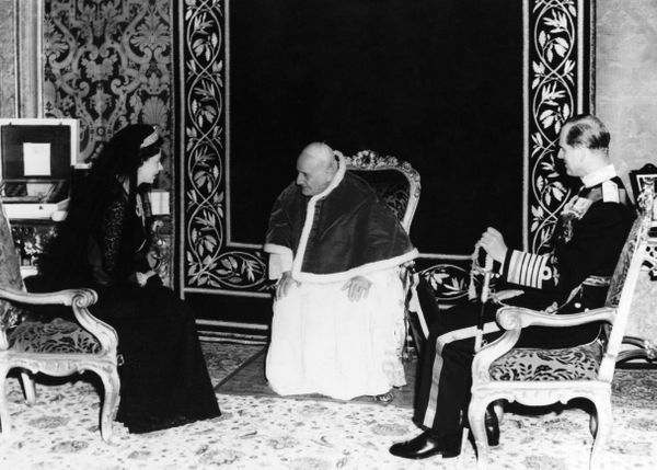 Vatican City, Hm The Queen Elizabeth Ii And Prince Philip Meet Pope John Xxiii In May 1961. (Photo by Keystone-France/Gamma-