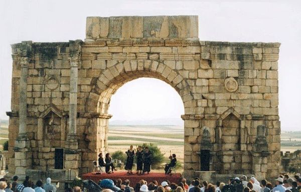 For several years in mid festival week, the action moved to the Roman ruins at Volubilis, 40 kilometres from Fes. Here a perf
