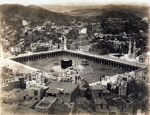 <strong>Circa 1935: Aerial view of the Mecca with the porticoes which surround the Ka'bah.</strong>