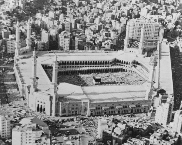 <strong>The Kaaba in the centre of the Masjid al-Haram in Mecca, Saudi Arabia, circa 1979.</strong>