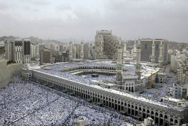 <strong>Muslims pray on Jan. 23, 2004, at the Grand Mosque in the holy city of Mecca ahead of the hajj, which begins on Jan.
