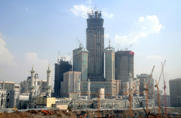 <strong>A picture shows the Mecca Royal Clock Tower hotel complex, under construction in the holy Saudi city of Mecca on Apri
