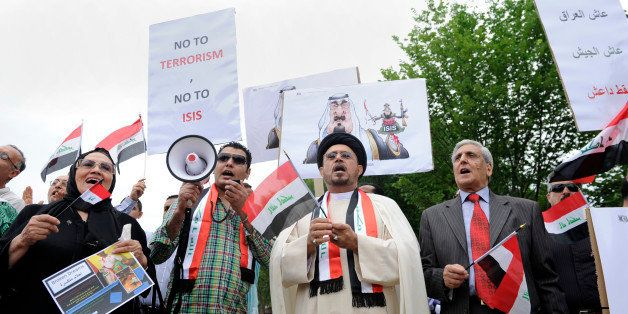 Imam Hamed Mazloum, center, and other rally outside the White House in Washington, Saturday, June 21, 2014, protesting agains