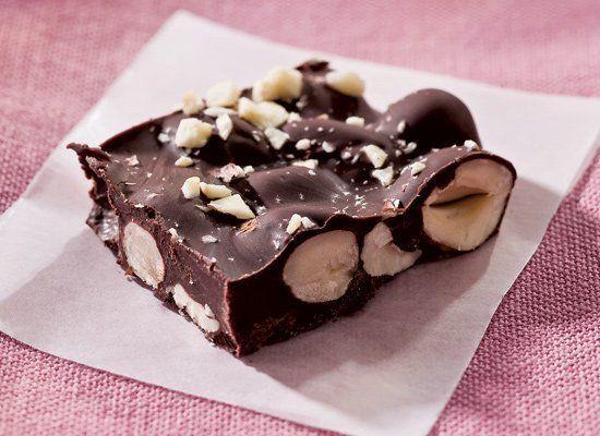 "<strong>Get the <a href=""http://www.huffingtonpost.com/2011/10/27/chocolate-nut-bark_n_1062099.html"" target=""_hplink"">Chocola"