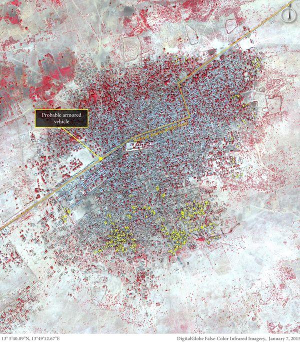 인구 밀집지역인 바가 지역에서도 약 620채의 건물이 불로 인해 완전히 파괴되었다. 노란색은 무장 세력이 탄 차량으로 추측된다.