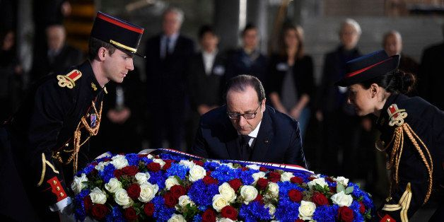 French President Francois Hollande lays a wreath of flowers at the Holocaust memorial in Paris, Tuesday Jan. 27, 2015 in Pari