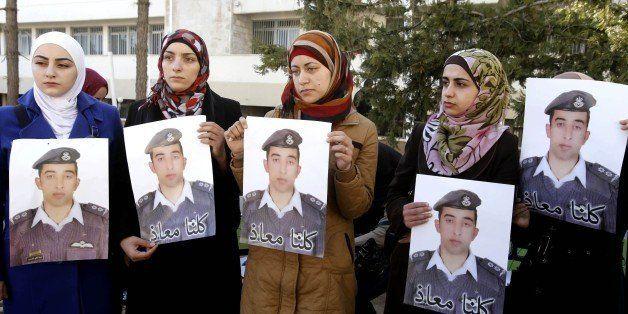Anwar al-Tarawneh, center, the wife of Jordanian pilot, Lt. Muath al-Kaseasbeh, who is held by Islamic State group militants,