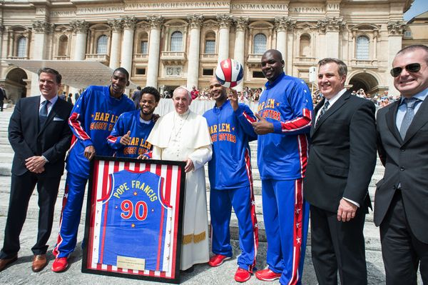 Harlem Globetrotters' Hi-Lite Bruton, second from left, Ant Atitkson, third from left, Pope Francis, Flight Time Lang and Big
