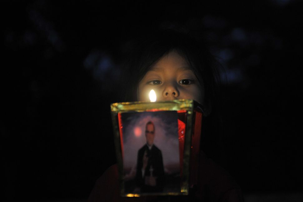 A girl participates in a pilgrimage of light in San Salvador on March 21, 2015 as part of the events to commemorate the 35th