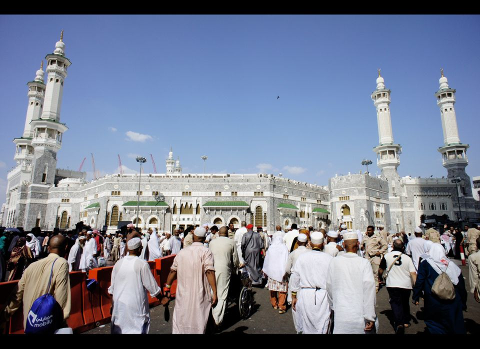 """<a href=""""http://video.nationalgeographic.com/video/player/places/culture-places/beliefs-and-traditions/saudiarabia_mecca.html"""