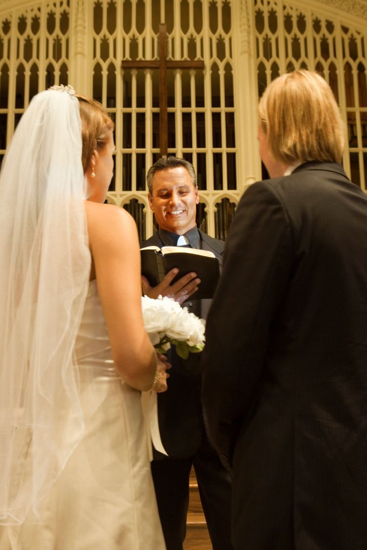 6 Tips For Finding A Pastor Your Wedding
