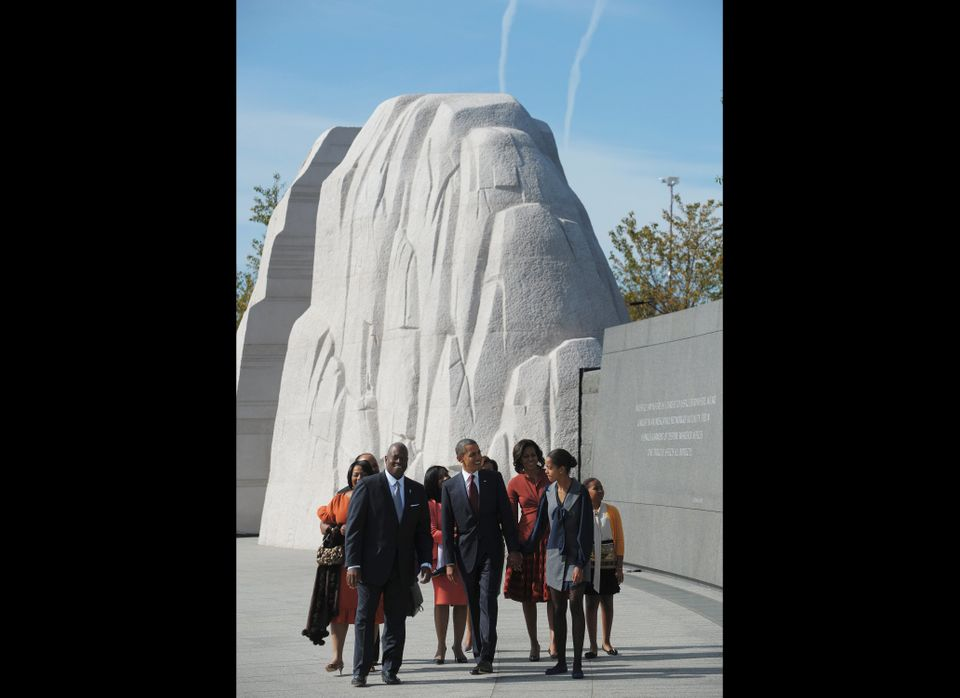 US President Barack Obama (C) and First Lady Michelle Obama (3rd R) and daughters Malia (2nd R) and Sasha (R) walk in front o