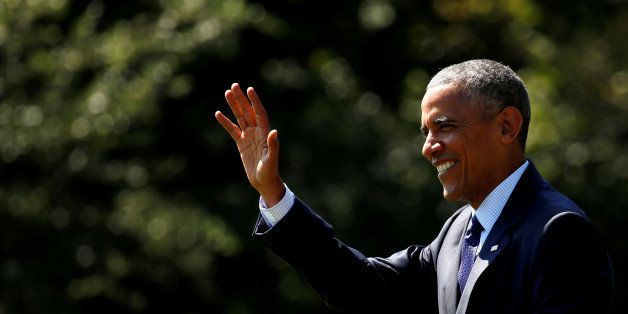 U.S. President Barack Obama waves as he departs the White House in Washington, U.S., September 13,  2016. REUTERS/Kevin Lamar