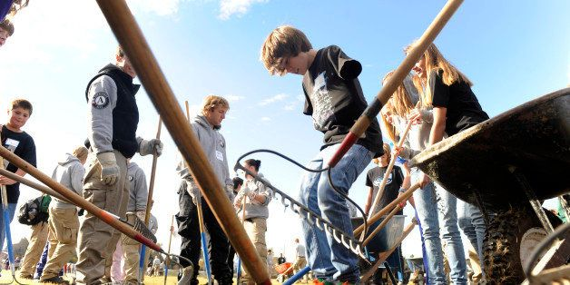 Hundreds of Americorps volunteers, volunteers for Outdoor Colorado and eighth-graders at Hamilton Middle School work together