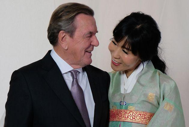 김소연과 슈뢰더 전 독일 총리의 결혼 피로연 사진이