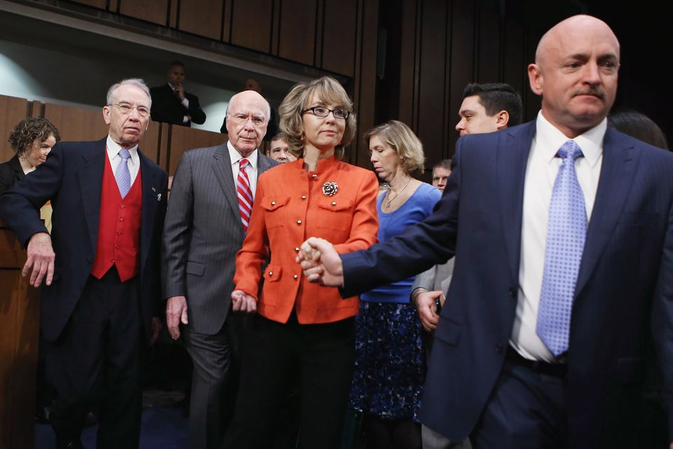 Retired NASA astronaut and Navy Capt. Mark Kelly (R) and his wife, shooting victim and former U.S. Rep. Gabby Giffords (D-AZ)