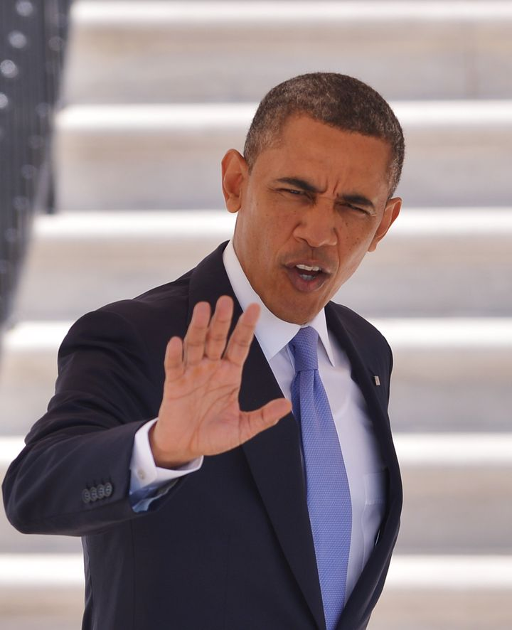 US President Barack Obama waves as he makes his to board Marine One April 3,2013 on the South Lawn of the White House in Wash