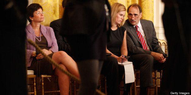 WASHINGTON - NOVEMBER 03:   White House Senior Advisor David Axelrod (R) talks with Assistant to the President for Special Pr