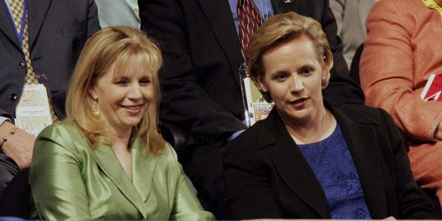 NEW YORK, United States:  Elizabeth(L) and Mary Cheney, daughters of Vice President Dick Cheney attend the Republican Nationa