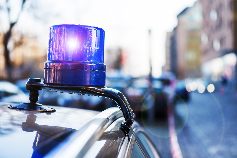 Frau hinterlässt Polizisten Zettel am Streifenwagen – die sind