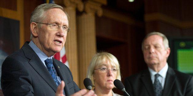 Senate Majority Leader Harry Reid, D-Nevada (L) speaks with US senators Patty Murray (C), D-Washington and Dick Durbin, D-Ill
