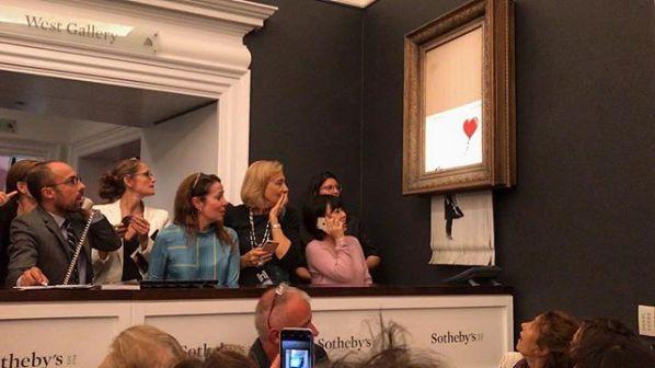 À Londres, une œuvre de Banksy s'auto-détruit en pleine vente aux enchères